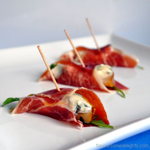 Pears with gorgonzola and pata negra canapes recipe for Canape equipment